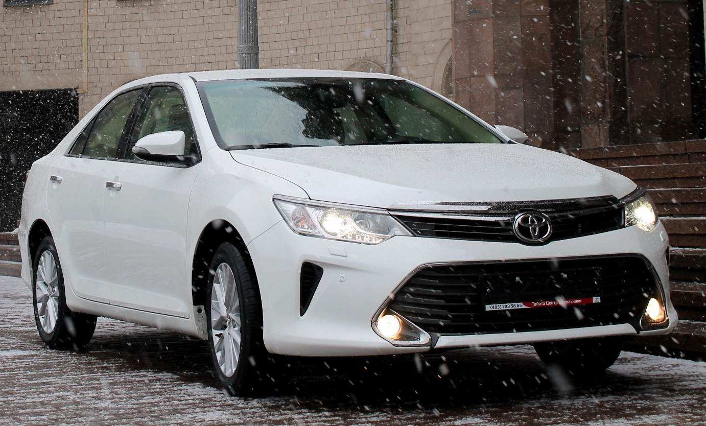 Toyota Camry 2015 г